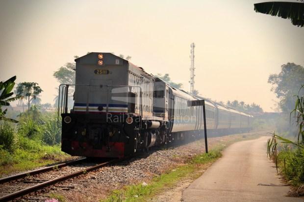 25111 Shuttle 55dn Wakaf Bharu Crossing 001.JPG