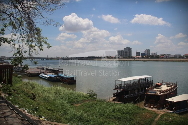 London to Singapore Day 33 Phnom Penh 03