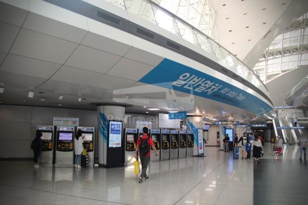 AREX Express Train Incheon International Airport Terminal 1 Seoul Station 007