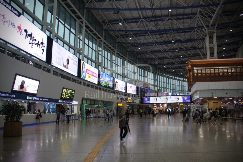 AREX Express Train Seoul Station Incheon International Airport Terminal 1 002