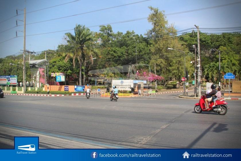 Hat Yai City Municipality Park Shuttle Songthaew Wonders Land Cable Car 001