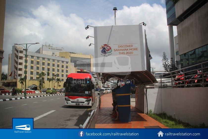 H2 Sarawak Damai Bus at Riverside Majestic 002