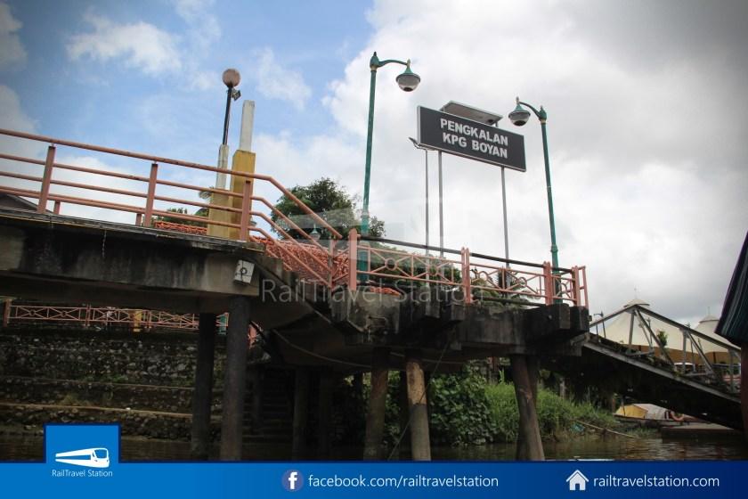 Kuching Penambang Kampung Boyan Waterfront 005