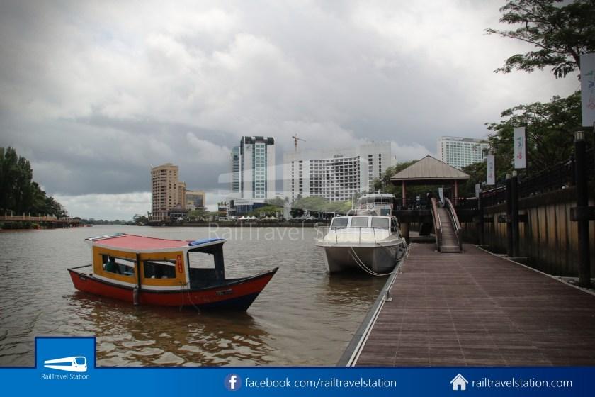 Kuching Penambang Kampung Boyan Waterfront 017
