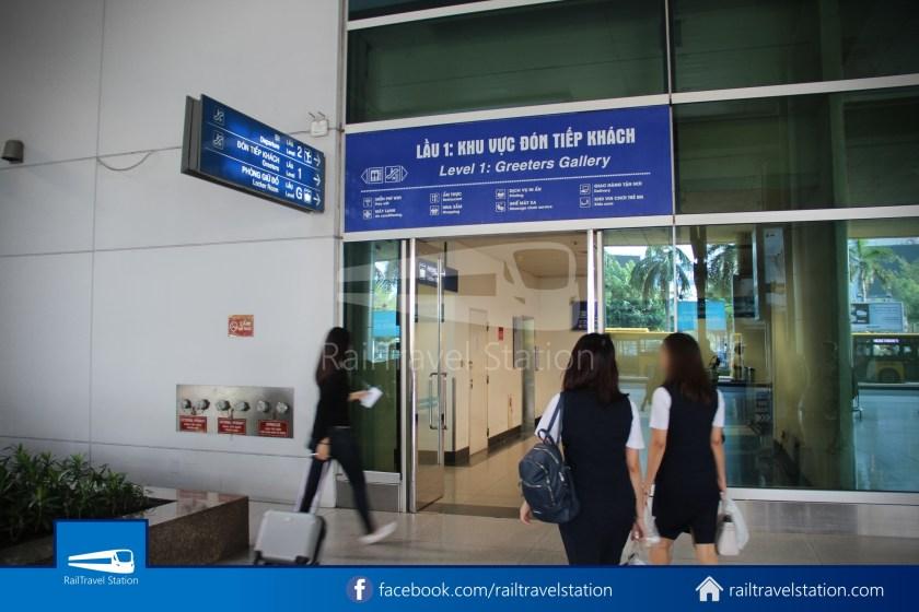 Airport Bus 109 23-9 Park Pham Ngu Lao Tan Son Nhat International Airport 31