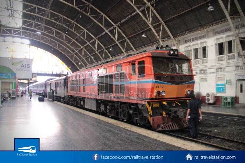 Special Express 14 Chiang Mai Bangkok Hua Lamphong 2012 056