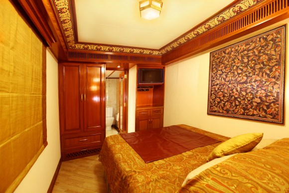 Maharajas Express train India suite