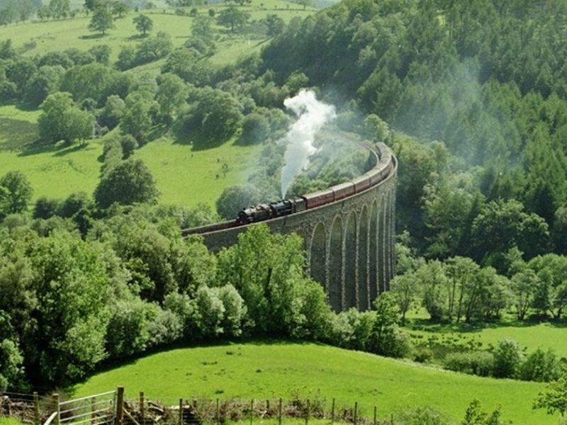 heart of Wales line train