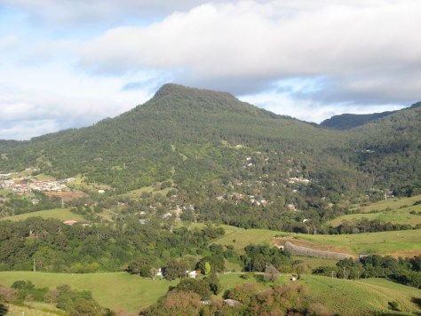 Mount_Kembla_from_Mount_Nebo