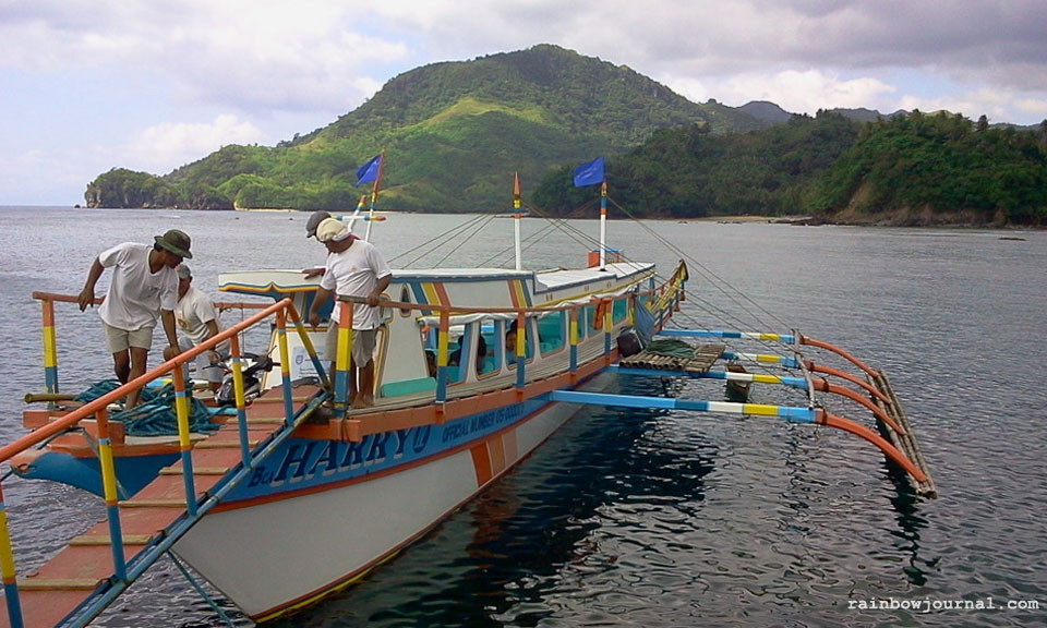 Boarding at Guijalo port, Caramoan