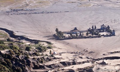 OLYMPUS DTemple at the Sea of Sands, Mt. Bromo Sunrise Tour, IndonesiaIGITAL CAMERA