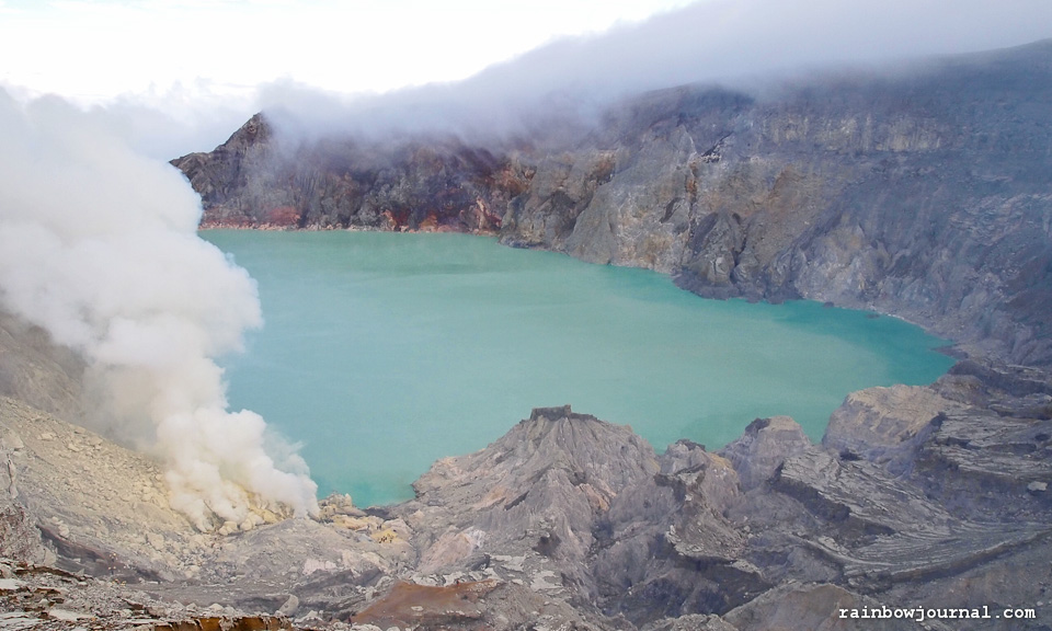 Visual Journey – Kawah Ijen: The Two, err… Five-Kilometer Hike to a Smoldering Volcano
