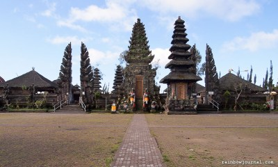 Although not the most interesting temple we visited, Pura Ulun Danu Batur certainly is the most colorful