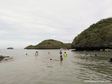 Surrounded by other islands, there are no wave on the beach of Children's Island