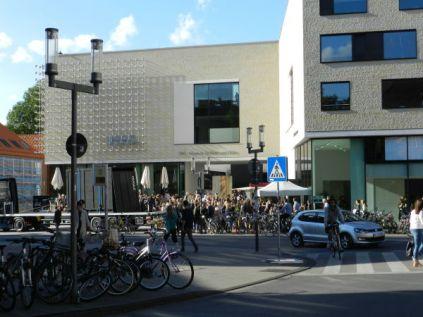 Vor dem Westfälischen Kunstverein nach der Pressekonferenz. Alles sehr angenehm, urteilte eine Berliner Journalistin meines Vertrauens.