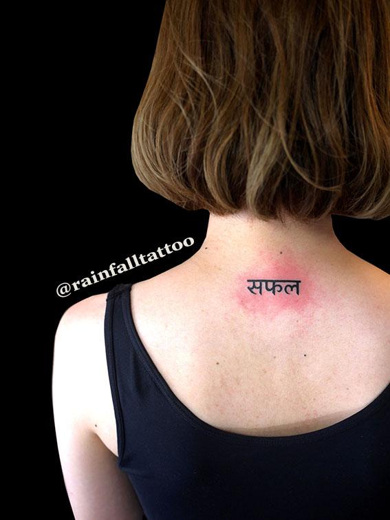 タトゥー 女性 文字