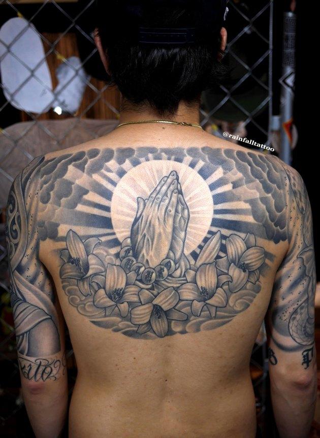 tattoo prayhand liry