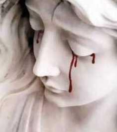 Nossa Senhora chora lágrimas de sangue
