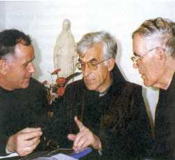 Padre Slavko Barbaric com Padre Jozo, primeiro pároco de Medjugorje