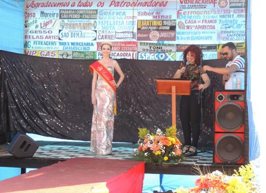 Momento da apresentação da Rainha à comunidade