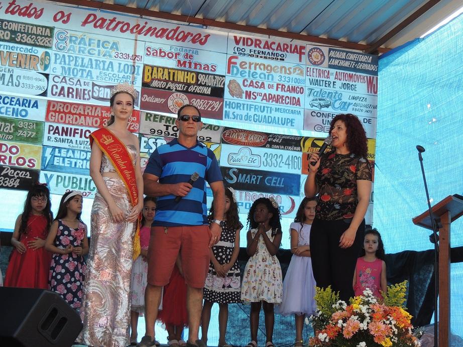 No palco para receber homenagens da comunidade.
