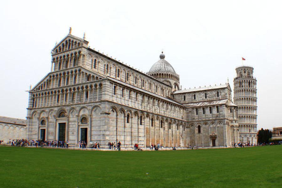 義大利 | 比薩主教座堂 Duomo di Pisa 奇蹟廣場上威望及財富的象徵!!