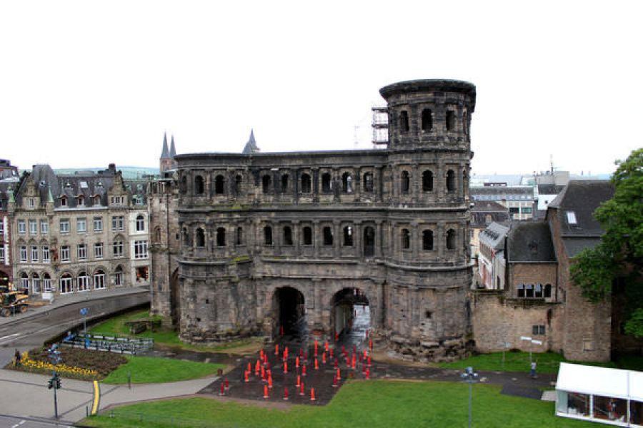 特里爾 Trier   尼格拉城門 Porta Nigra 粗曠的大黑門