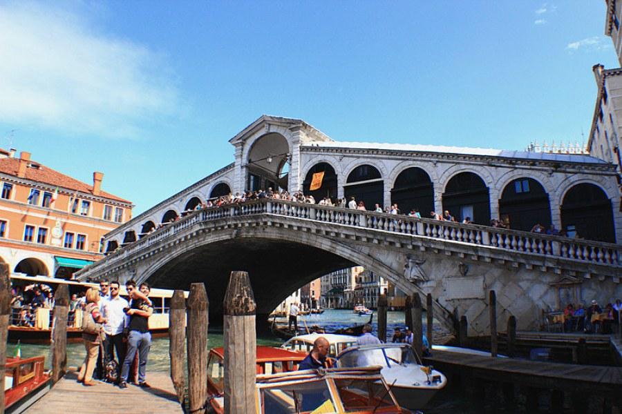 威尼斯雷亞托橋 Ponte di Rialto 文藝復興白色巨象(影片)