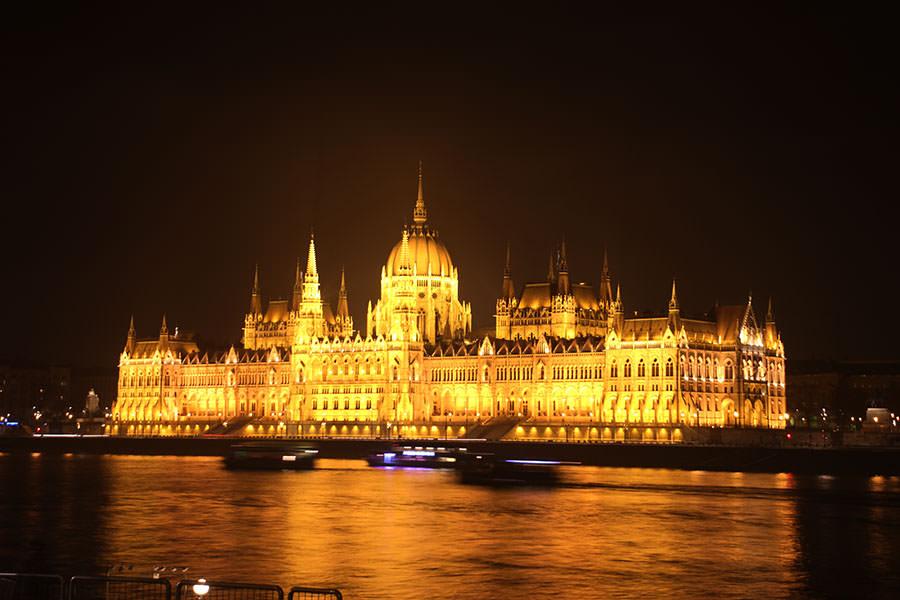 布達佩斯 | 匈牙利國會大廈 Országház 建國千年指標 日落更浪漫