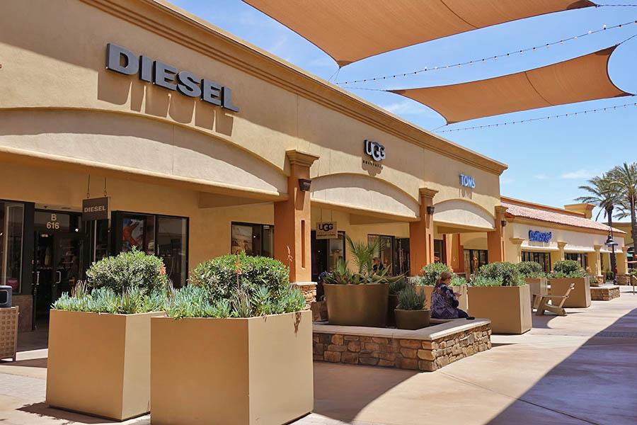 加州 | Desert Hills Premium Outlets 暴買攻略!! 最大、名品最齊全!!
