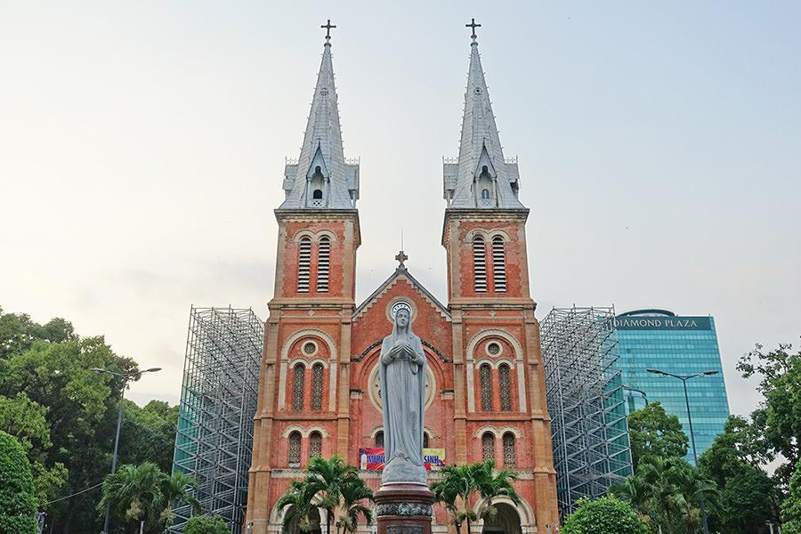 胡志明 | 紅教堂 Notre-Dame Cathedral Basilica of Saigon 哥德式法國美學