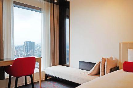 台北凱達大飯店 Caesar Metro Taipei 凱撒集團平價露天泳池住宿,坐享高樓景觀,捷運3分鐘、萬華火車站在樓下!!