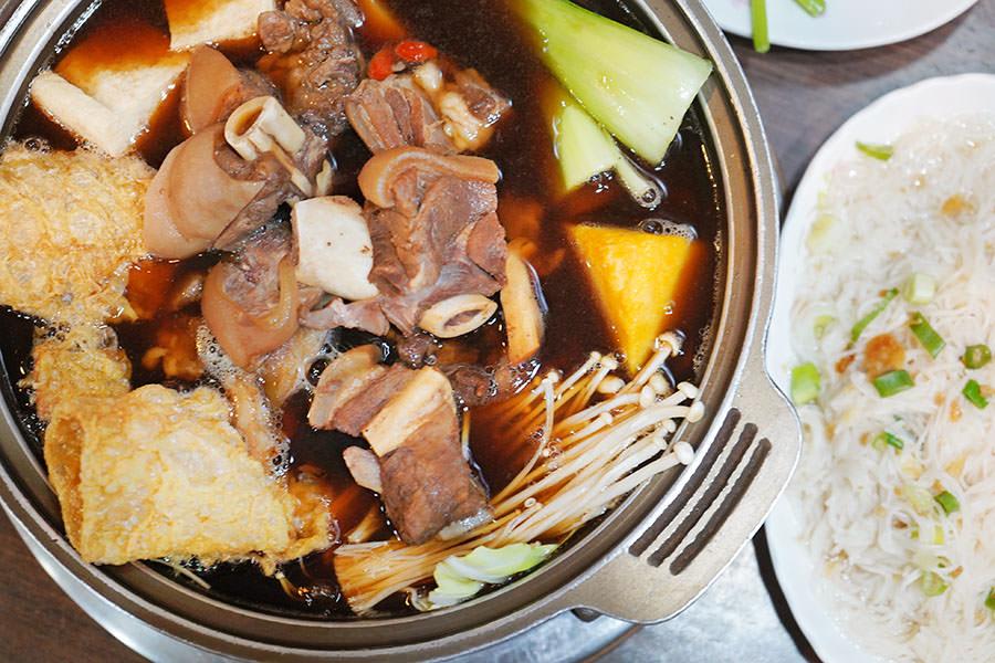 岡山舊市羊肉,高雄羊肉爐名店,溫補暖胃湯頭清甜~小份火鍋兩人吃剛剛好!