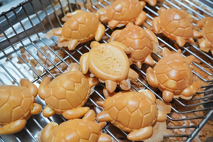 澎湖龜鮮奶雞蛋糕,可愛又好吃的海龜造型雞蛋糕~馬公市區超人氣街邊小吃!