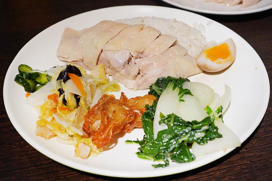 慶城海南雞飯,去骨雞腿超滑嫩~CP值超高的便飯名店,假日不開!