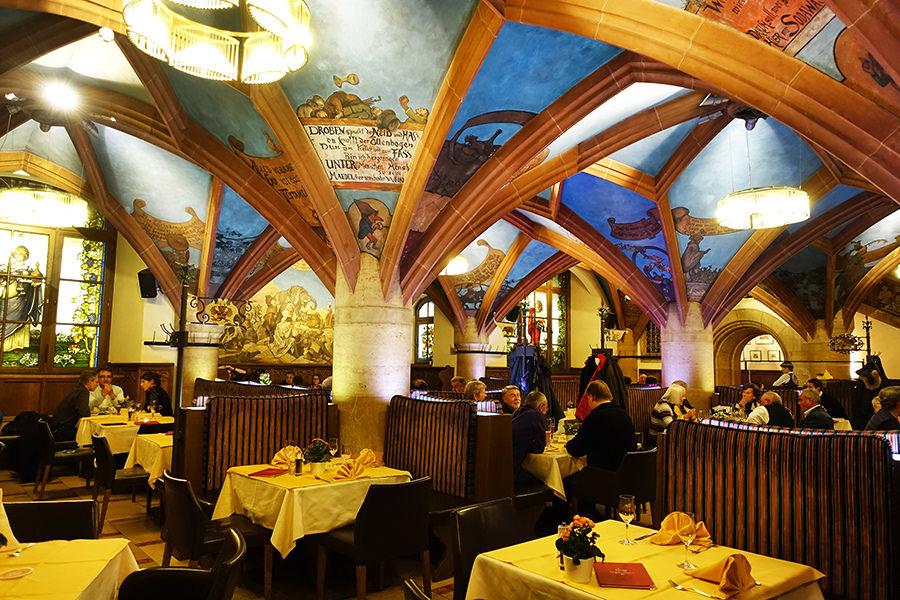 慕尼黑 Munich | 新市政廳 百年地窖餐廳 Ratskeller 德國豬腳 x 香腸