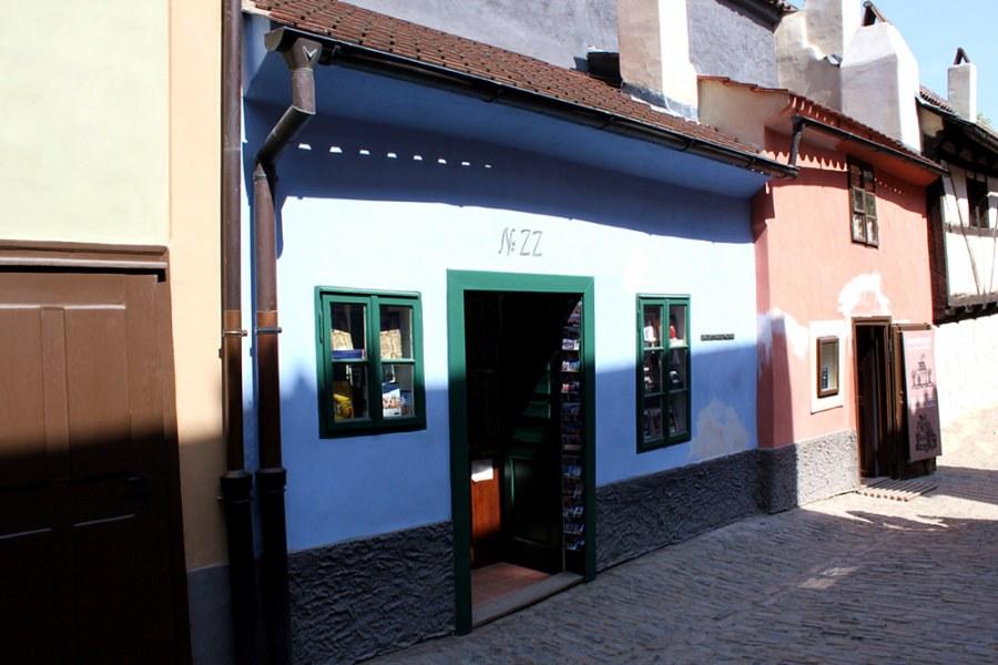 布拉格城堡區黃金巷 Zlatá ulička | 可愛的彩色小屋,卡夫卡故居 NO.22 就在這!!