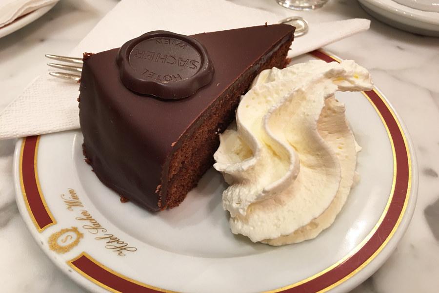 【維也納 Vienna】Hotel Sacher 百年咖啡廳 Cafe Sacher 經典札赫蛋糕 Original Sacher-Torte 鮮奶油超好吃!!!