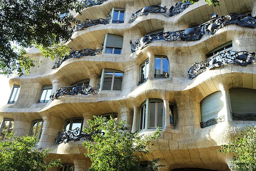 巴塞隆納 Barcelona | 米拉之家 La Pedrera – Casa Milà 高第的海洋狂想曲