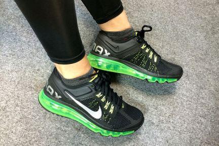Nike Air Max 2013 Womens Black Fluorescent Green 我的第一雙慢跑鞋