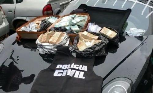 Polícia Civil encontra R$ 1,3 milhão em Porsche apreendido em operação