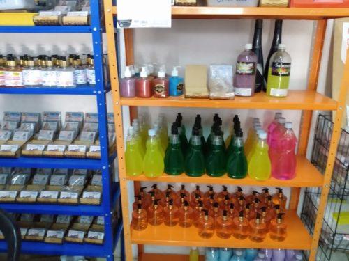 Decon encontra laboratório clandestino em Goiânia que estaria fabricando álcool gel clandestinamente