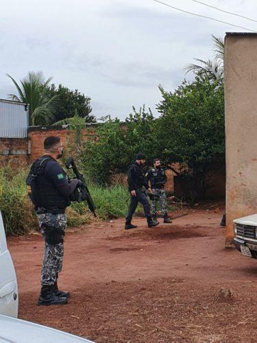 Polícia Civil, por meio da DIH, prende suspeitos de homicídio em feira de Goiânia