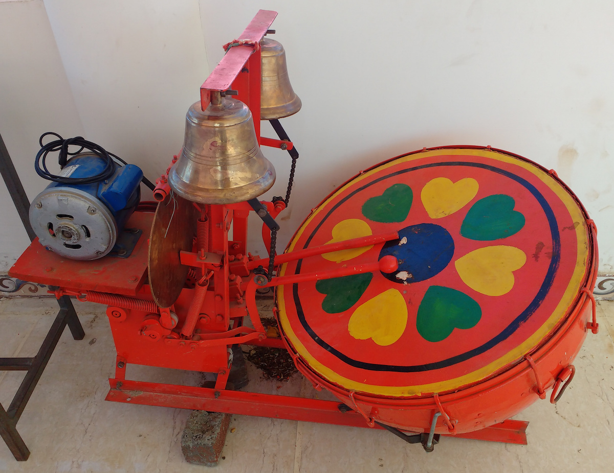 mechanised drum-bell which replaces Maandal