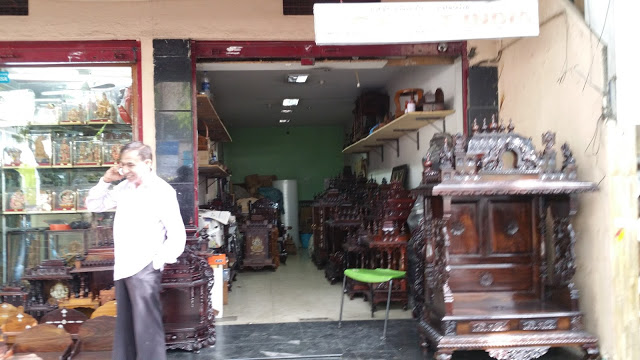 The owner of Prateek Arts and Crafts has tons of time to kill as business has completely vanished since November 8