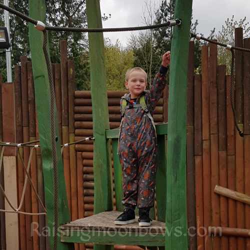 5 tips When Visiting Alton Towers puddlesuit