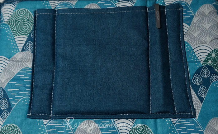 Attaching the pocket to the laptop sleeve