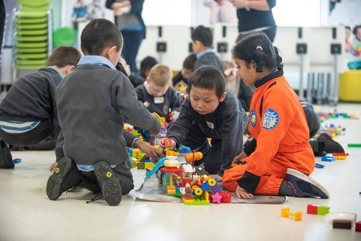 Discover - Raising Robots - LEGO Education SPIKE Prime, MINDSTORMS, BricQ and WeDo 2.0