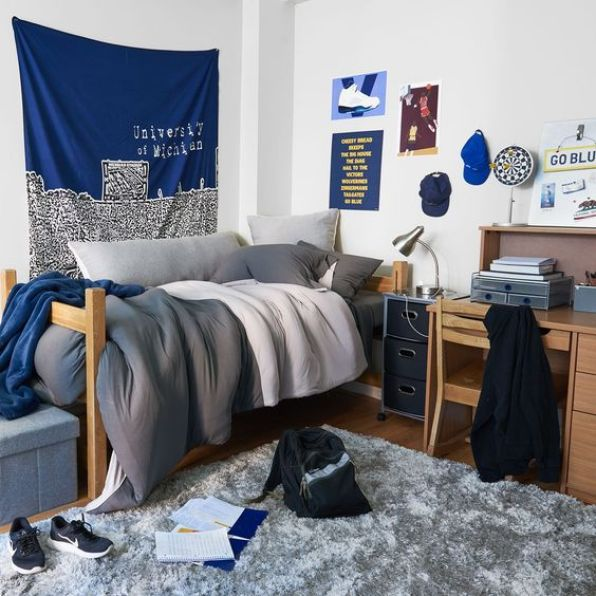 20 no fuss dorm rooms for guys raising teens today - Dorm room bedding ideas ...