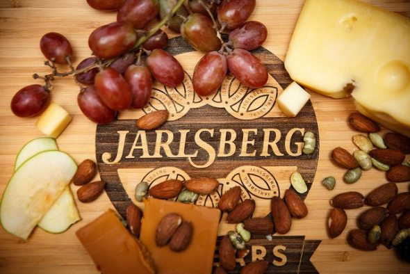 Cheeseboard with Jarlsberg logo